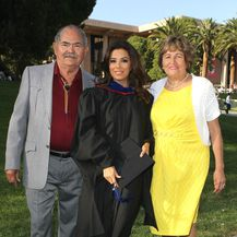 Eva na promociji 2013. godine s tatom Enriqueom i mamom Ellom