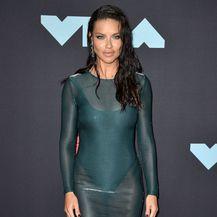 Adriana Lima u mokroj haljini na dodjeli nagrada MTV VMA