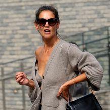 Glumica je nosila vunenu vestu u kombinaciji s trapericama i sandalama