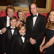 Jon Bon Jovi i Dorothea Hurley s djecom, kćeri Stephanie i sinovima Jacobom i Romeom, u društvu princa Williama