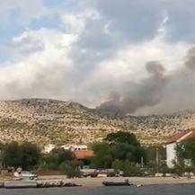 Avioni gase niz požara oko Šibenika - 3