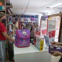 Kupnja školske opreme, ilustracija