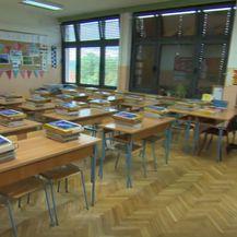 Udžbenici i radne bilježnice u učionici, ilustracija