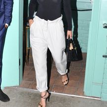 Kombinacija Jennifer Lopez s crnom dolčevitom - 2