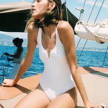 Bijeli jednodijelni kupaći kostim iz trgovina - ljeto 2021. - 2