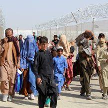Ljudi pokušavaju otići iz Afganistana