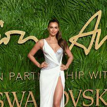 Irina Shayk u glamuroznoj kreaciji Ateliera Versace