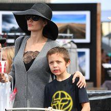 Angelina Jolie s djecom na buvljaku - 5