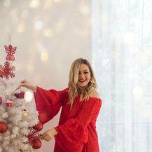 Crvena haljina od čipke u kojoj nećete proći nezapaženo(Foto: Sanja Kukec)