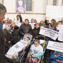 Ministar Kujundžić s prosvjednicima (Foto: Vijesti u 14h)