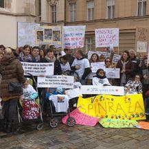 Prosvjednici za spinrazu na Markovom trgu (Foto: Vijesti u 14h)