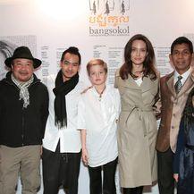 Maddox, Shiloh i Angelina na manifestaciji 'Bangsokol: A Requiem for Cambodia'