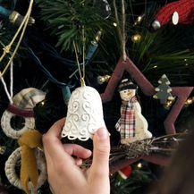 Božićno drvce s puno različitih ukrasa (Foto: Guliver/Thinkstock)