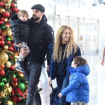 Shakira i Gerard Pique proveli su božićne blagdane u New Yorku sa Milanom i Sashom - 6