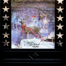 Božićno uređenje izloga dućana modnog dvojca ELFS - 4