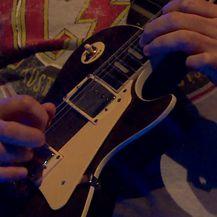 Dino Rađa zasvirao gitaru na koncertu benda Buđenje (Video: IN Magazin)