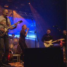 Dino Rađa zasvirao gitaru na koncertu benda Buđenje (Foto: Dnevnik.hr)