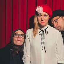 U predstavi glume Ana-Marija Vrdoljak, Natalija Đorđević i Ranko Zidarić