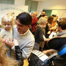 Malim pacijentima na Klinici za pedijatriju KBC-a Zagreb Zlatko Dalić čitao je slikovnicu 'Zlatkov dan za igru' - 6