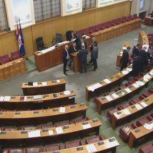 Zastupnici oporbe su blokirali odvijanje sjenice (Foto: Dnevnik.hr)