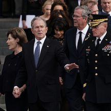 SAD-e ispratile svojeg bivšeg predsjednika Georgea H. W. Busha (Foto: AFP) - 9
