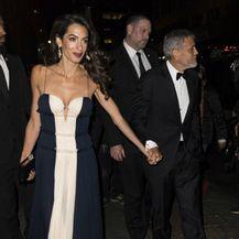 Amal Clooney u haljini koja se obavezno nosi bez grudnjaka - 5