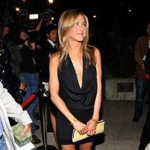 Jennifer u maloj crnoj haljini - 12