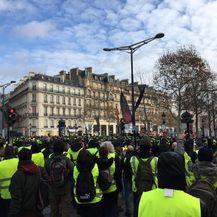 Policija na prosvjednike bacila suzavac (VIDEO: Ana Malbaša)