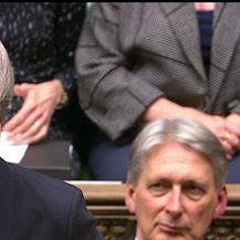 Britanska premijerka Theresa May odgodila glasovanje o Brexitu (Video: Dnevnik Nove TV)