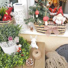 Maja je košarice punila umjetnim borićima i božićnim figuricama