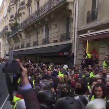 Ekipa Provjerenog sa žutim prslucima u Parizu (Video: Provjereno)