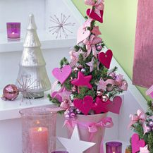 Ružičasta boja u blagdanskom uređenju doma - 8