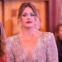 Sandra Perković u zlatnoj haljini sa šljokicama brenda Leilou by Alex Dojčinović - 6