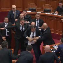 Jajima gađao albanskog premijera (Foto: Dnevnik.hr)