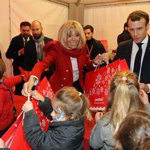 Emmanuel i Brigitte Macron na božićnoj zabavi
