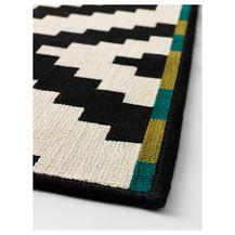 Ovaj tepih jako je karakteran i s njim prostor dobije jednu puninu