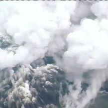 Vulkan Anak Krakatau i dalje erumpira (Video: Reuters)