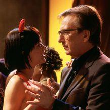 Harry (Alan Rickman) sa svojom ljubavnicom (Heike Makatsch)
