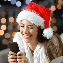 Blagdanske SMS čestitke (Foto: iStock / Getty Images Plus)