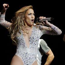 Jennifer Lopez za nastupe bira vrlo atraktivne kostime - 2
