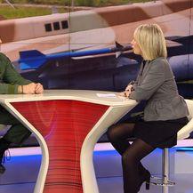 Sabina Tandara Knezović razgovara sa članom stručnog tima za nabavu aviona Željkom Ninićem (Foto: Dnevnik.hr)