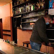 Ivica Šoić u svom kafiću - 2