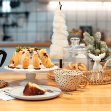 Zimski, božićni kuglof koji u sebi ima cimet, naranču i brusnice