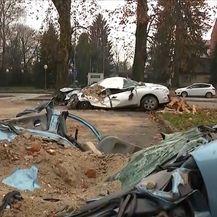 Auti u Sisku uništeni od potresa
