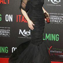 Monica Bellucci u uskoj haljini brenda Dolce & Gabanna - 3