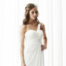 Vjenčanica čiji kroj odlično pristaje ženama punije građe