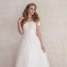 Vjenčanica čiji kroj odlično pristaje ženam kruškolike građe tijela