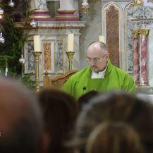 Pobuna protiv svećenika (Foto: Dnevnik.hr) - 3