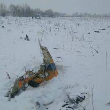 Dio aviona koji se srušio u Rusiji (Screenshot: Reuters)