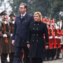 Kolinda Grabar-Kitarović u 'generalskom' kaputu za susret s predsjednikom Srbije Aleksandrom Vučićem